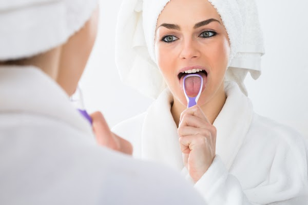 How to clean your tongue effectively