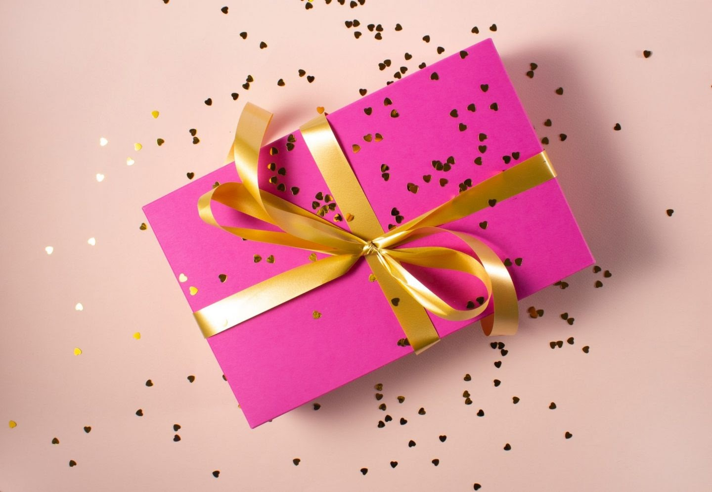 3 Best Gift Items to Buy Online for Wedding Anniversary